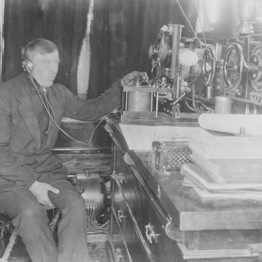 Depesza została nadana telegrafem w języku francuskim.