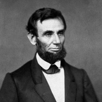Lincoln wygłosił przemówienie podczas uroczystości przenoszenia ciał żołnierzy poległych w bitwie pod Gettysburgiem na wojskowy cmentarz.