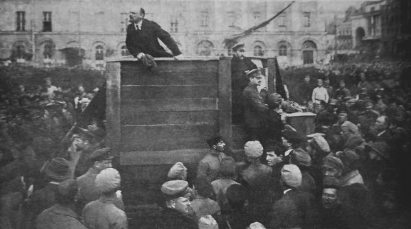 Do powstania przekonania o związku Żydów z komunizmem przyczynił się ich udział w rewolucji bolszewickiej.