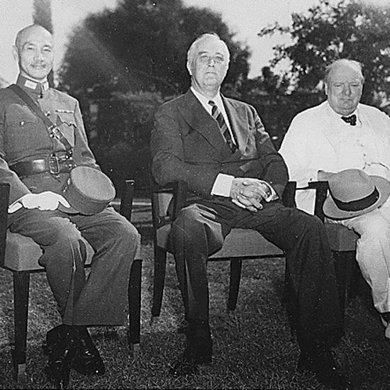 W konferencji uczestniczyli Czang Kaj-szek, Franklin Delano Roosevelt oraz Winston Churchill.