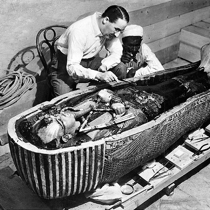 Odkrycie zachowanego z bogatym wyposażeniem grobowca wywołało sensację.