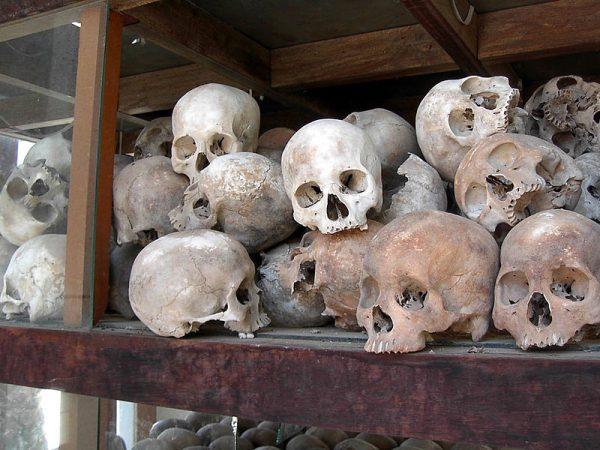Czaszki ofiar reżimu Czerwonych Khmerów.