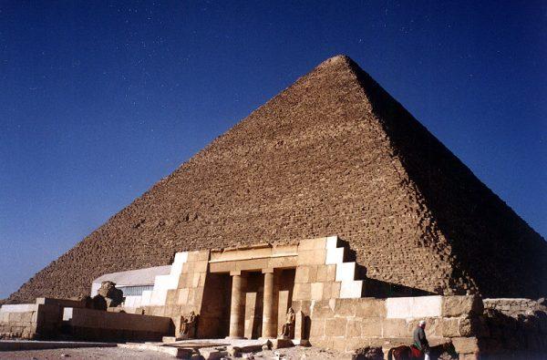 Egiptolodzy szacują, że wzniesienie Wielkiej Piramidy zajęło starożytnym budowniczym ok. 20 lat.