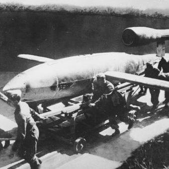 """Niemcy do bombardowania Londynu użyli ponad 9 tysięcy """"latających bomb""""."""