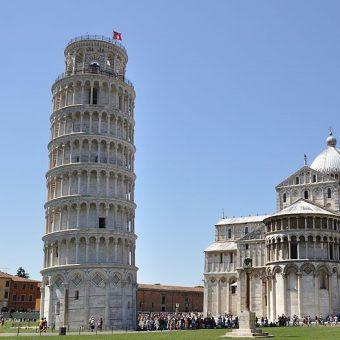 Krzywa Wieża w Pizie jest jednym z najbardziej rozpoznawalnych symboli architektonicznych Włoch.