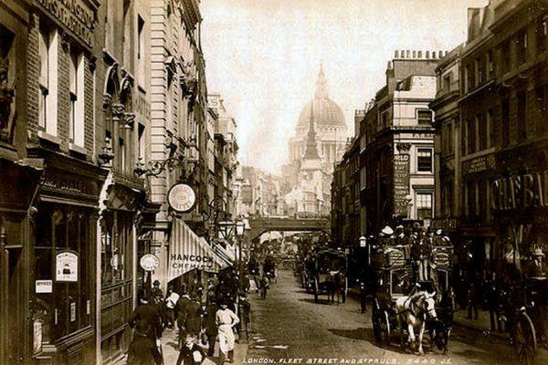 Autor pokazuje Londyn od nieznanej dotąd strony.