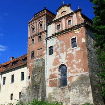 Bolesław w 1313 roku wzniósł w Niemodlinie zamek. Stara gotycka budowla wtopiła się całkowicie w późniejsze renesansowe mury.