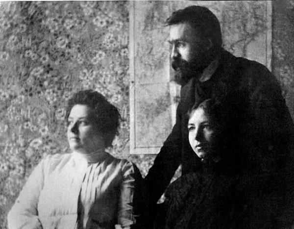 Piłsudski z żoną Marią i pasierbicą Wandą około 1900 roku