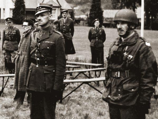 Brytyjczycy nie pytając Sosabowskiego (po prawej) o zdanie pozbawili go dowodzenia nad jednym z batalionów Samodzielnej Brygady Spadochronowej