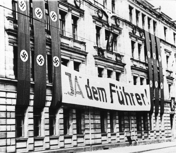 W państwie Führera nośnikiem ideologii było wszystko.
