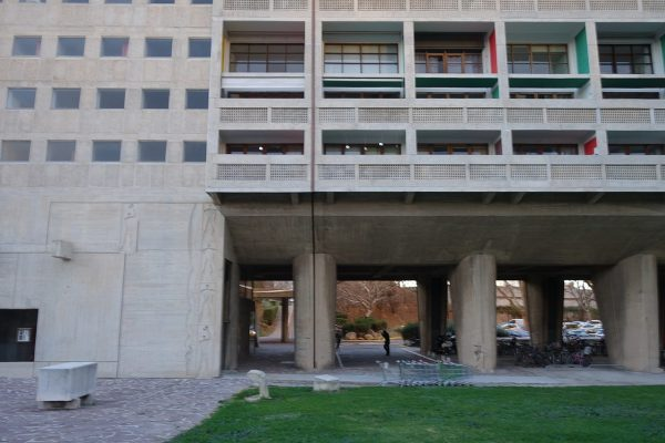 Czy mieszkanie w bloku może być szczytem marzeń? Na zdjęciu jednostka mieszkaniowa, projekt Le Corbusiera.