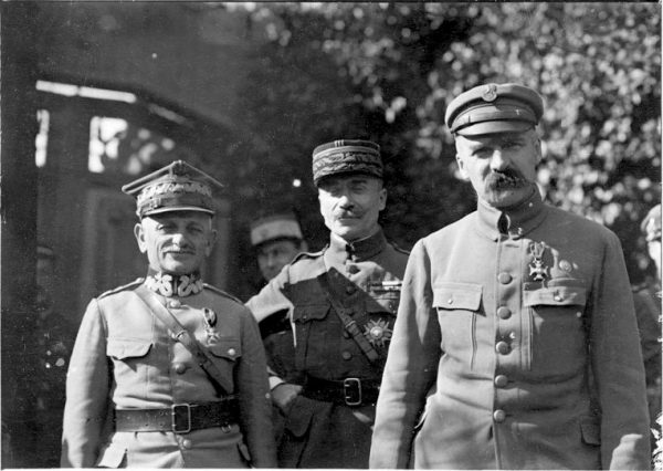 Piłsudski, zwykle żywo zainteresowany sprawami sił zbrojnych, w pewnym momencie chciał po prostu, by marynarze zniknęli z Warszawy.