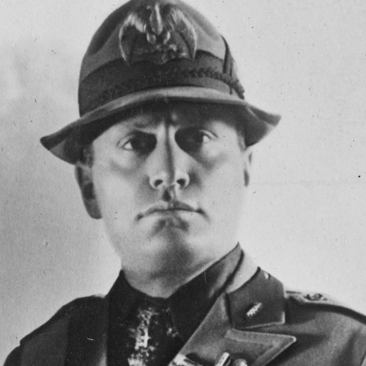 3 stycznia 1925 roku Mussolini między innymi zapowiedział rozprawę z antyfaszystowską opozycją.
