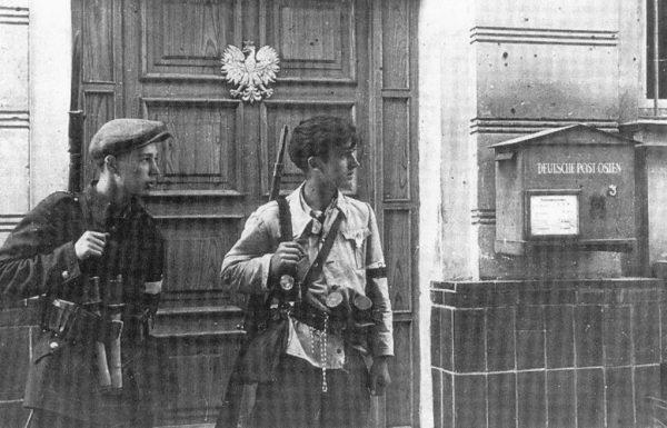 """W serialu żołnierze AK zostali przedstawieni jako antysemici, nacjonaliści i zbrodniarze (na zdj. żołnierze AK podczas akcji """"Burza"""" w Lublinie w lipcu 1944 roku)."""