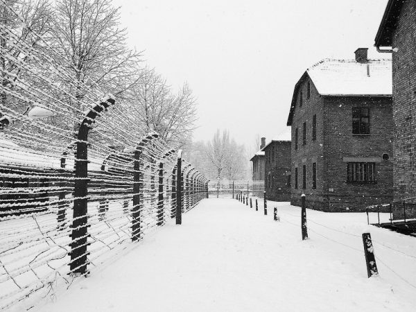 Auschwitz-Birkaneu zimą (fot. Andrea Tosatto, lic. CC BY 2.0)