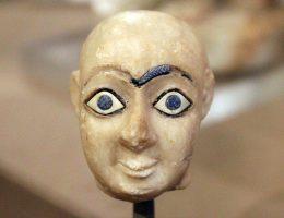 Głowa z gipsu znaleziona w Nippur (fot. Quinn Dombrowski, lic. CC BY-SA 2.0)