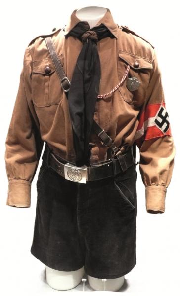 Mundur Hitlerjugend dawał niemieckim dzieciom poczucie przynależności.