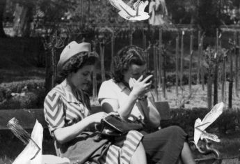 Kobiety siedzące na krakowskich Plantach w 1940 roku (fot. domena publiczna).