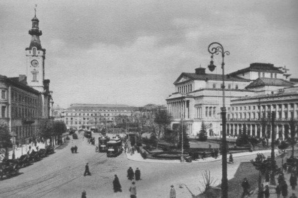 Nowotny w Warszawie zwracał się do różnych urzędów, by uzgodnić przekazanie okrętów. Zdjęcie poglądowe.
