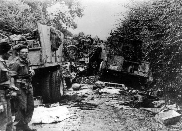 Przebicie się niemieckich dywizji pancernych pod Falise Montgomery chciał zrzucić na generała Maczka. Ostatecznie jednak sam dostrzegł bezsensowność swoich zarzutów. Na zdjęciu resztki niemieckiej kolumny zniszczonej przez Polaków pod Falaise.