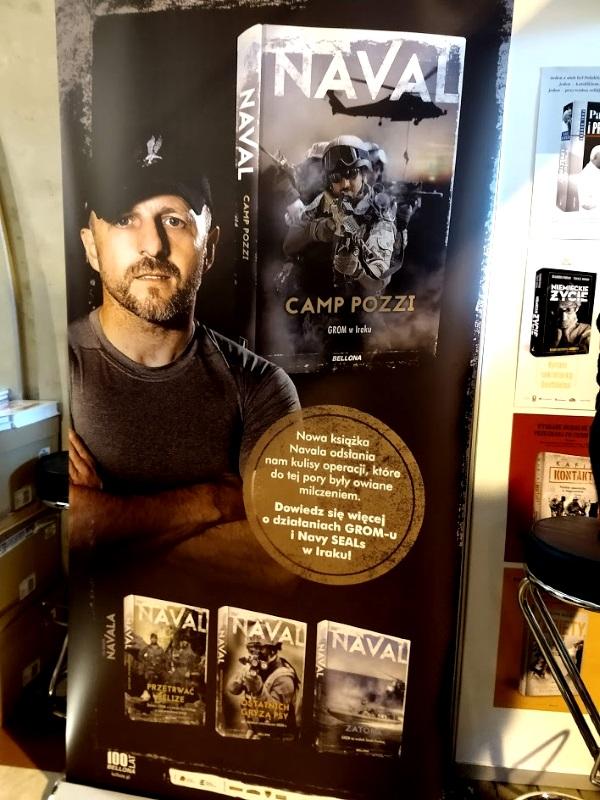 Rollup reklamujący książki Navala, jaki stał na stoisku Bellony (fot. Aleksandra Zaprutko-Janicka)