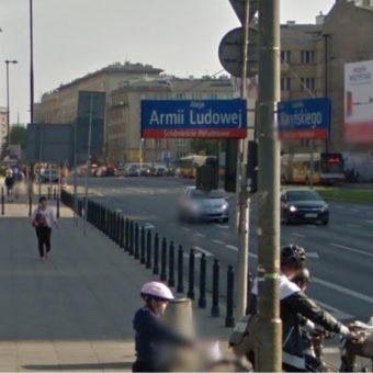 Tabliczka z nazwą Alei Armii Ludowej w Warszawie, której nazwa została przywrócona wyrokiem sądu. Screen z Google Maps.