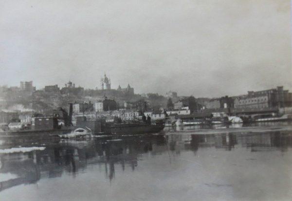 Połupanow miał wolną rękę w zarządzaniu Kijowem. Widok na miasto ze strony rzeki.