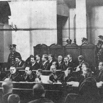 Na ławie oskarżonych zasiadło 11 przywódców antysanacyjnej opozycji.