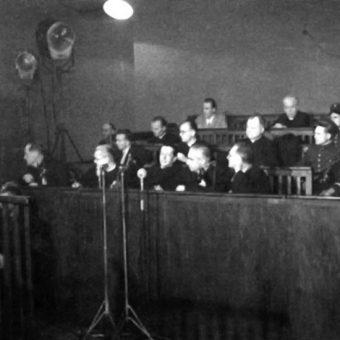 Na ławie oskarżonych w procesie zasiadło siedem osób, w tym czterech duchownych.