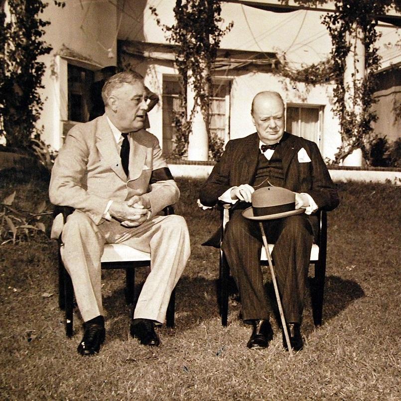Głównymi graczami na konferencji byli Franklin D. Roosevelt i Winston Churchill.