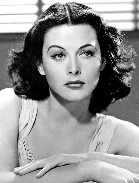 Hedy Lamarr miała do zaoferowania znacznie więcej, niż tylko śliczną buzię. M.in. jej wynalazkowi zawdzięczamy dziś wi-fi!