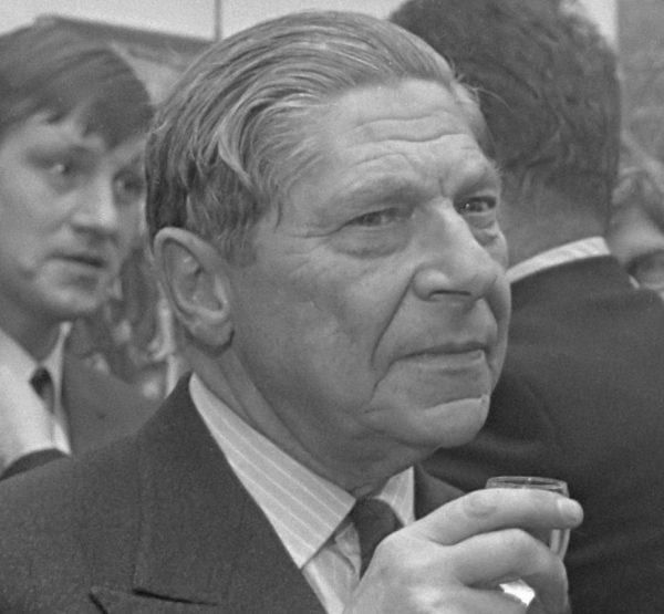W gronie opisywanych przez Bakewell postaci znalazł się także Arthur Koestler. Zdjęcie z 1969 roku.