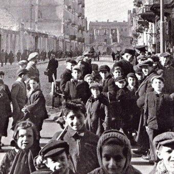 Najmłodsi mieszkańcy warszawskiego getta. Właściwie nie mieli szans, gdy Niemcy podjęli decyzję o jego likwidacji.