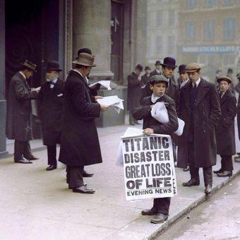 Gazeciarz z 1912 roku (fot. domena publiczna)