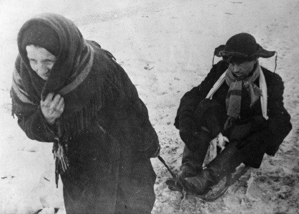 Oblężenie Leningradu trwało niemal 900 dni. Niemcy chcieli zagłodzić miasto.