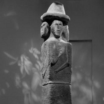 Tak zwany Światowid ze Zbrucza na fotografii wykonanej w Muzeum Archeologicznym w Krakowie