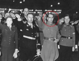 Zaznaczony na czerwono Rudolf Hess (fot. Bundesarchiv Bild 183-H28245, Berlin, Kundgebung des HJ-Landdienstes).