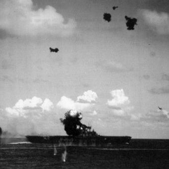 USS Hornet został zatopiony przez Japończyków podczas bitwy koło wysp Santa Cruz.