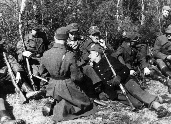 Bez finansowego wsparcia działanie AK byłoby wręcz niemożliwe. Na zdjęciu 27. Wołyńska Dywizja Piechoty AK.
