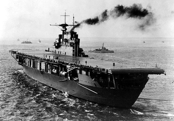 USS Hornet sfotografowany pod koniec 1941 roku.