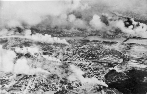 Środki zrzucane z samolotów trafiały między innymi do okupowanej Warszawy.
