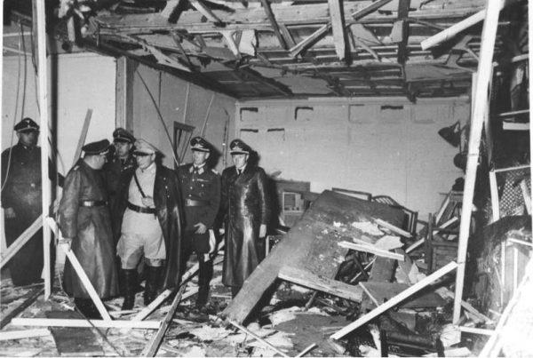 Sala konferencyjna w Wilczym Szańcu zniszczona podczas zamachu w lipcu 1944 roku.