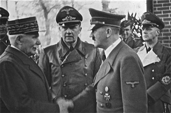 Philippe Pétain, przywódca Francji Vichy, cieszył się poparciem francuskiego episkopatu.