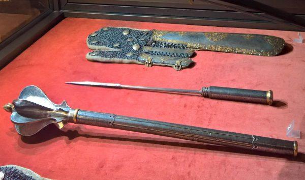 Buzdygan był symbolem szarży oficerskiej, ale mógł również służyć jako mała maczuga.