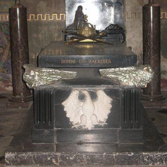 Nie wiadomo, gdzie Bolesław I został pochowany. Niewykluczone, że jego ciało spoczęło w płockiej katedrze (na zdj. znajdujący się tam sarkofag władców polskich).