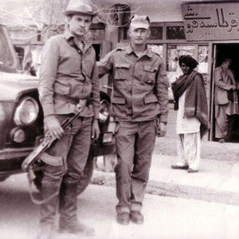 Radzieccy żołnierze w Afganistanie w 1987 r. (fot. Кувакин Е. , lic. CCA SA 3.0 U)
