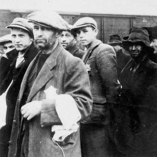 Już po przybyciu więźniów do obozu rejestrowano, czy mają zęby wykonane z metali szlachetnych.