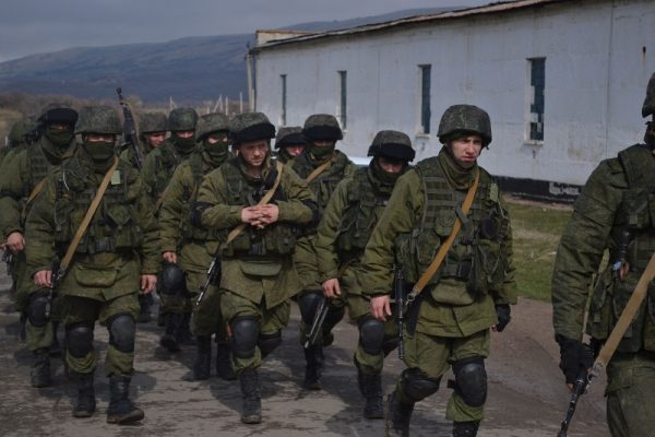 Żołnierze bez dystynkcji w czasie rosyjskiej aneksji Krymu (fot. Anton Holoborodko, lic. CC BY-SA 3.0)