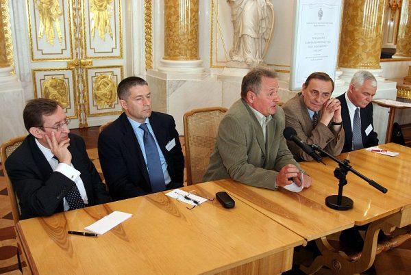 W zamian za zwolnienie Zbigniewa Bujaka (przy mikrofonie) z więzienia władze USA były gotowe znieść embargo na kredyty dla Polski.