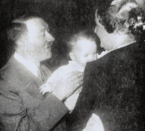 Hitler z małą Eddą Göring.